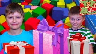 Влог Развлекательный Центр для детей - БАТУТЫ! День Рождения Богдана Видео для детей