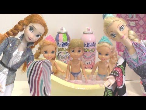 Мультик с куклами Холодное сердце #Эльза купает детей в ванне с пеной Играем в #куклы #Барби