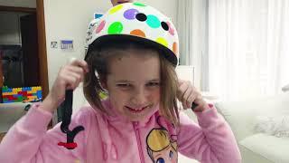 Катя как Малыш и ездит в коляске