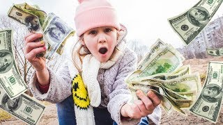 Нашла ОЧЕНЬ много денег Теперь я МИЛЛИОНЕР! КУДА потратить ДЕНЬГИ  ?  Для детей For kids