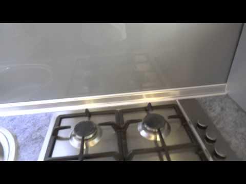 видео: ПЛИНТУС  ДЛЯ  КУХНИ |  ОБЗОР| #кухнястолешница #какойплинтус #edblack