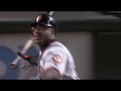 Barry Bonds DEMOLISHES his 45th home run of 2001