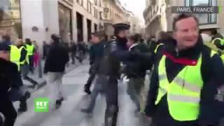 17 novembre : Affrontements entre les «gilets jaunes» et la police sur les Champs-Elysées