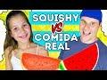 SQUISHY FOOD vs REAL FOOD CHALLENGE! | ¿Quién gana el reto más suave con Squishies Gigantes?