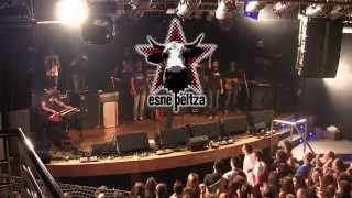 ESNE BELTZA Feat La Pegatina. Totem aretoa, Atarrabia (2014.04.04)