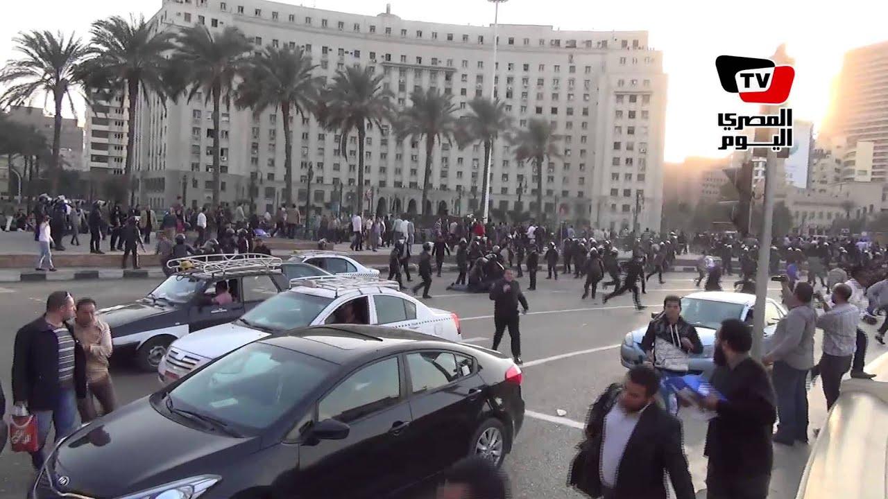 المصري اليوم: لحظة الفض و إلقاء القبض على عدد من متظاهري حملة الماجيستير بميدان التحرير