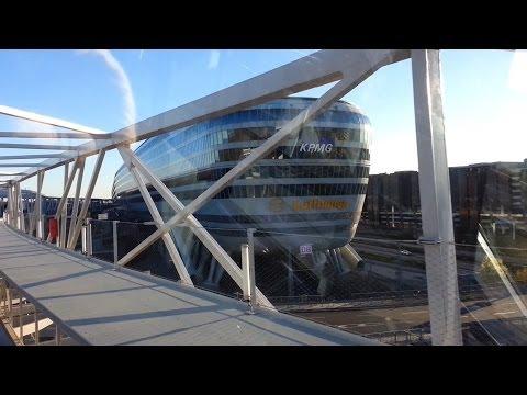 Frankfurt: Bahnfahrt mit Mini-Metro zum The Squaire am Airport. Train ride in the mini-metro