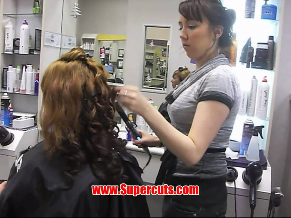 carolyn monroe visits supercuts to get her hair styled