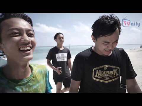 TRAVEL VLOG #1 - KARIMUNJAWA ISLAND TRIP BULE BIKINI NGOMONG BAHASA INDONESIA LANCAR