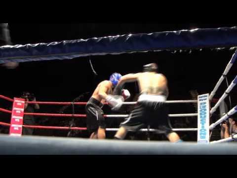 Scott Prince and Bodene Thompson go boxing