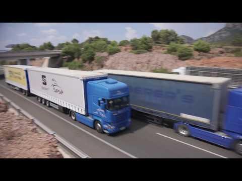 Longest truck driving on European roads, lenght 31.70 metres - Unravel Travel TV