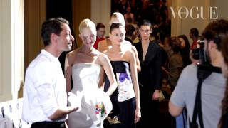 Vogue за кулисами модного показа Christian Dior в Москве(Макияж подиумных моделей и другие тонкости подготовки к дефиле Christian Dior – в репортаже Vogue., 2013-07-11T07:05:19.000Z)