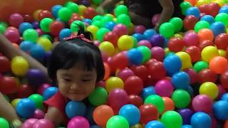 Video Balita lucuuu Mandi Bola warna warni & main ayunan |Cute baby Play a lot Of Ball Pit & Play Swing download MP3, 3GP, MP4, WEBM, AVI, FLV Mei 2018