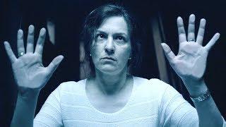 【穷电影】女子被一堵看不见的墙困住,当她寻求帮助时,却发现一件可怕的事