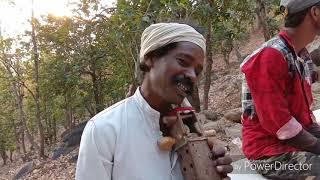 जरडा गुमला वासी प्राचीन (वादयंत्र) सारंगी उस्ताद के गीत संगीत के धुन को देख दंग रह जाएंगे।