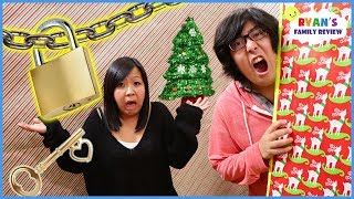Toy Master Escape the Christmas Box Fort Maze Room Challenge!!! thumbnail