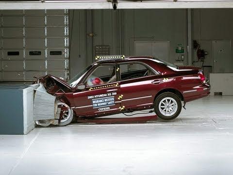 2002 Hyundai XG350 moderate overlap IIHS crash test
