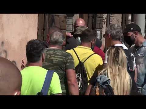 La Raggi scatenata per la guerriglia al Circo Massimo: siete bestie