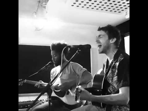 miles-kane-the-wrong-side-of-life-acustic-2018-07-31-the-premises-studios-bor