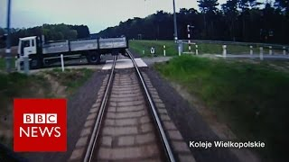 3 seconds to warn passengers of an impending crash at 110km/h - BBC News