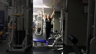 Техника выполнения упражнения на широчайшие мышцы спины