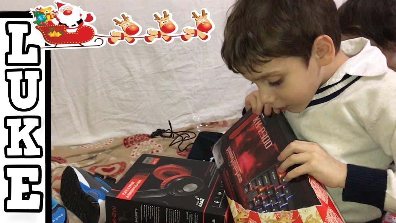 Quando Si Aprono I Regali Di Natale.I Miei Figli Aprono I Regali Di Natale Reazione