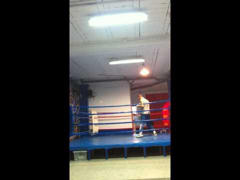 zafra entrenando en el rin de boxeo
