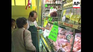SPAIN: BUSINESS IS BOOMING AT OSTRICH FARM