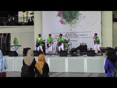 Vertical band (SMPN 19 Sby) live @SUTOS, Bondan prakoso: tetap semangat