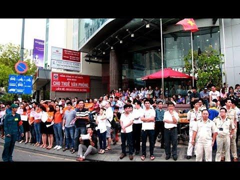 Người Việt bất ngờ đổ ra đường xem khi nghe tin này nhưng nên Vui hay buồn????