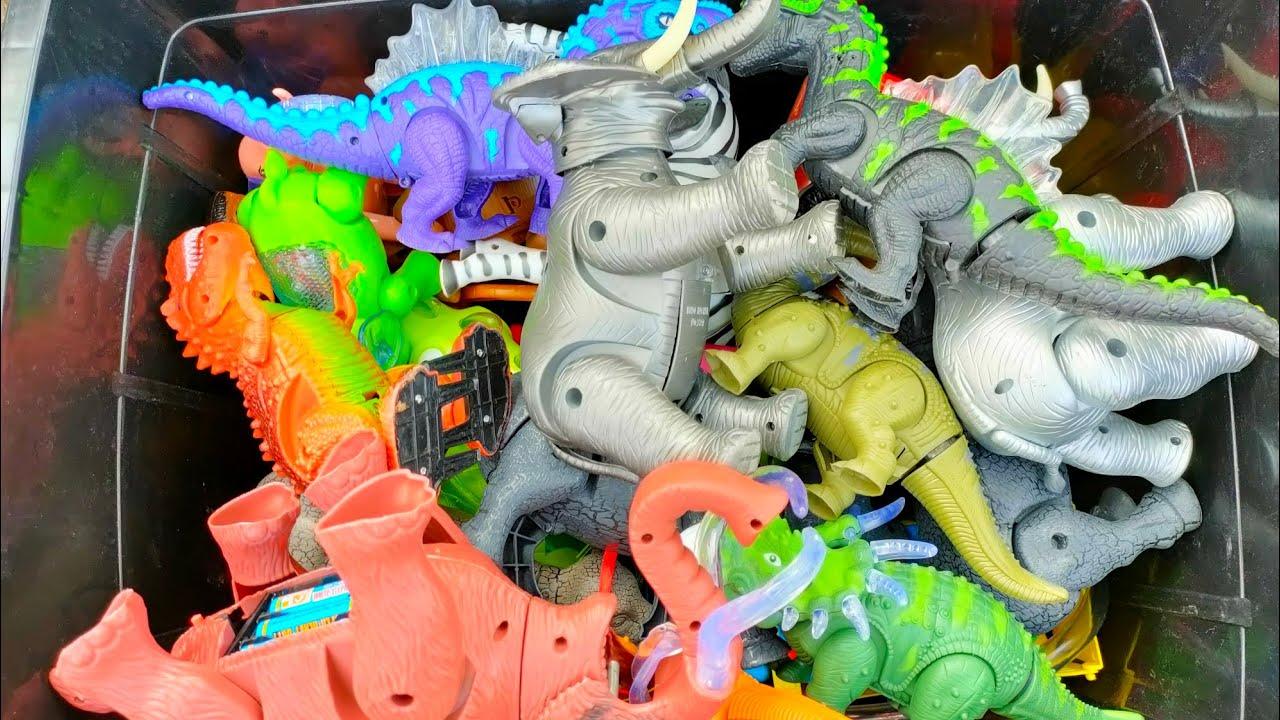 เปิดกล่องของเล่นมหาศาล ไดโนเสาร์ช้างม้าวัวควายหลาย10ตัว Open a huge toy box Dinosaurs,elephant,horse