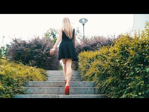 long-legs-salomea-walking