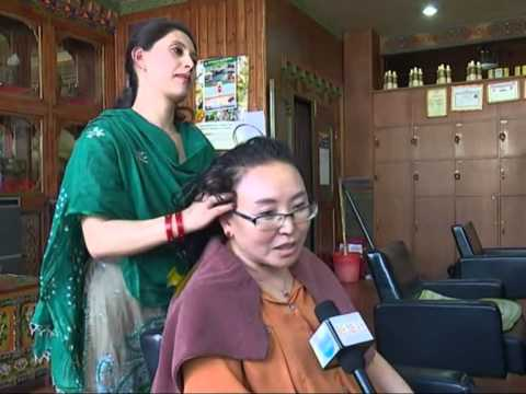 Nepalese hairdressers seek fortunes in Tibet