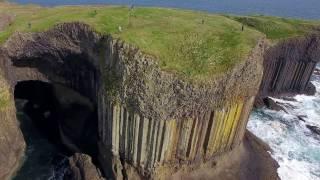 スタッファ島の柱状節理とフィンガルの洞窟 Columnar joints at Staffa Is. and Fingal's Cave, Scotland