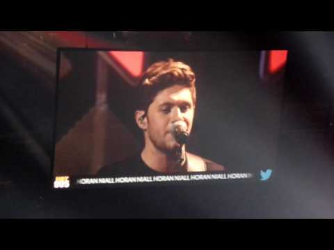 Niall Horan - This Town (live - Jingle Ball DC...