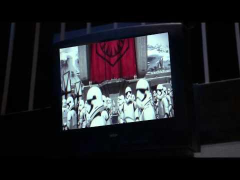 Richard Schiff, Bradley Whitford, Janel Moloney react to Star Wars Ep 7