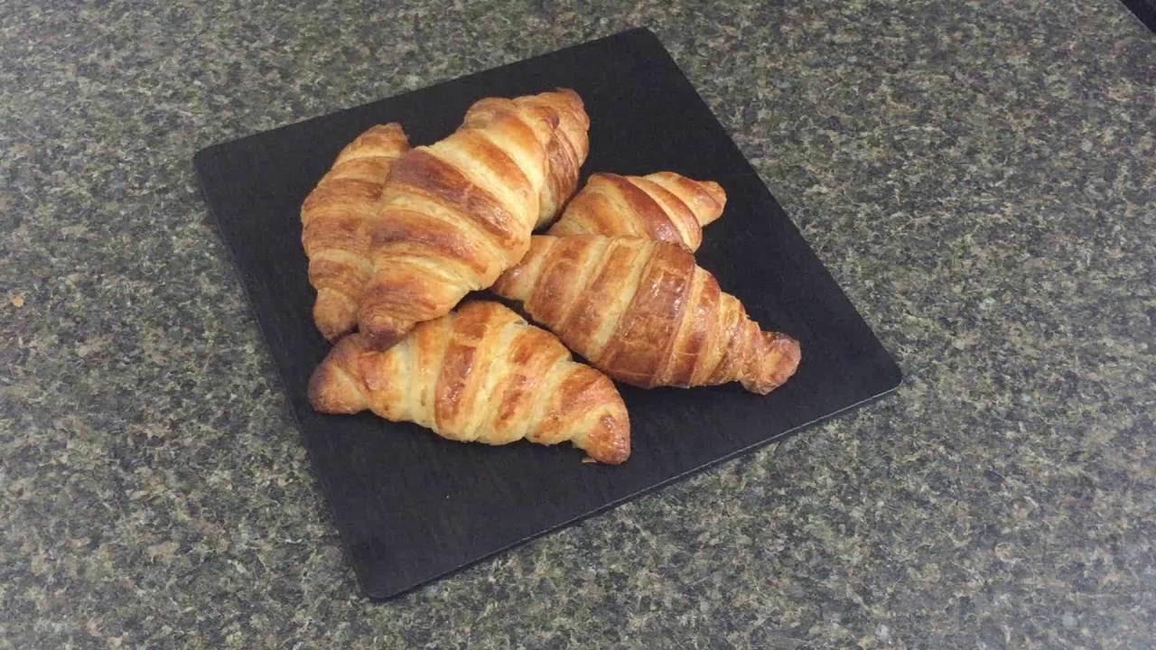 Croissant Au Beurre Fait Maison Recette Facile A Faire Youtube