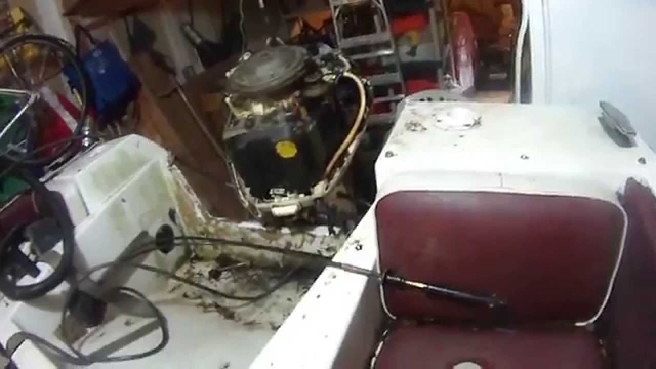 Johnson outboard 90 hp steering cable install youtube for Outboard motor steering cable replacement