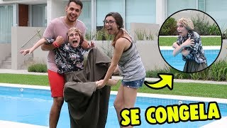 WE TAKE MY ABUELA TO THE POOL FOR LOSING A CHALLENGE IN ROBLOX **IT FREEZES**