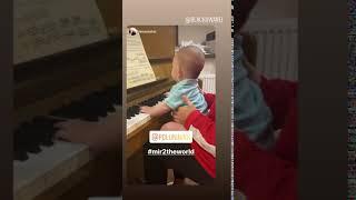 Фигуристки Елена Ильиных и танцовщик Сергей Полунин приобщают полугодовалого сына к музыке