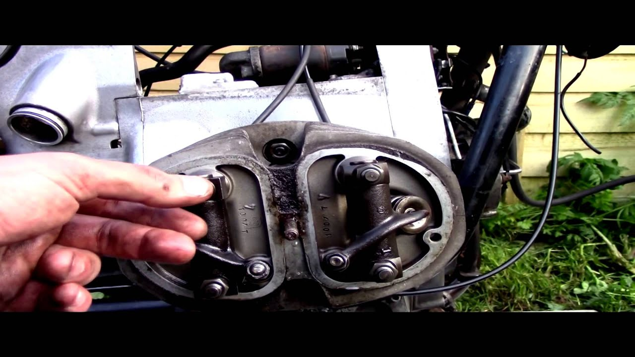 Bmw r 100, r80 1978 airhead rocker and cylinder head removal  with push  rods  part 2