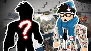 MOVING INTO A BLOXBURG TOWN! WHO ELSE MOVED IN?!? (Roblox Roleplay)