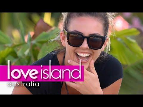 Jax surprises Shelby with a striptease | Love Island Australia 2018