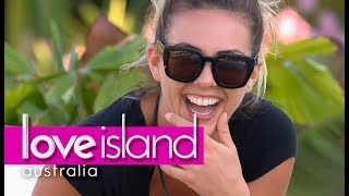 Jax surprises Shelby with a striptease | Love Island Australia 2018
