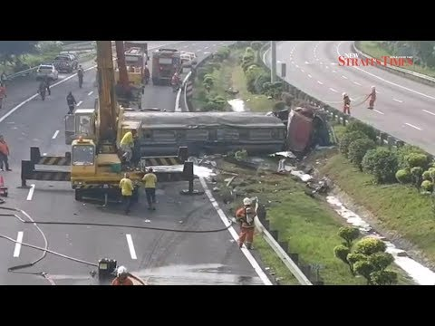 25,000 litres of acid spilled in fatal tanker lorry accident; Plus closes highway