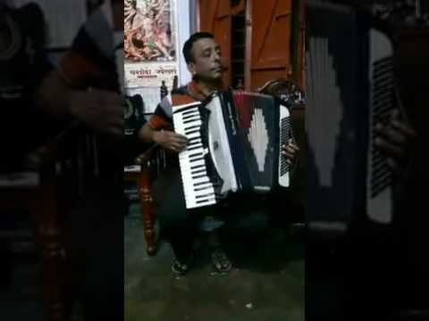 V.S.Lal playing Mera dil ye pukare saza on his Accordion