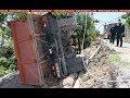 Արտակարգ դեպք Երևանում. 8 տոննա խճաքարով բարձված КамАЗ-ը կողաշրջվել է