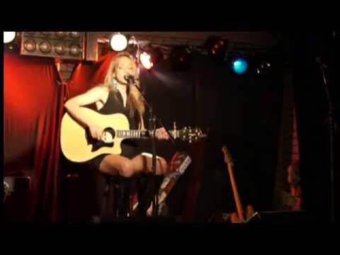 Bette Davis Eyes -live- (excellent acoustic cover by Melanie Dekker)