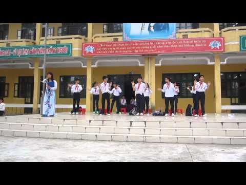 THCS Ninh Hiệp, Lớp 7B (2013 - 2014) sinh hoạt dưới cờ