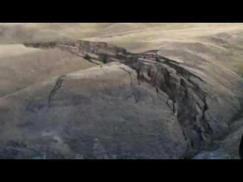 Se Abre una Enorme Grieta en las Montañas de Bighorn Cerca del Parque Yellowstone..